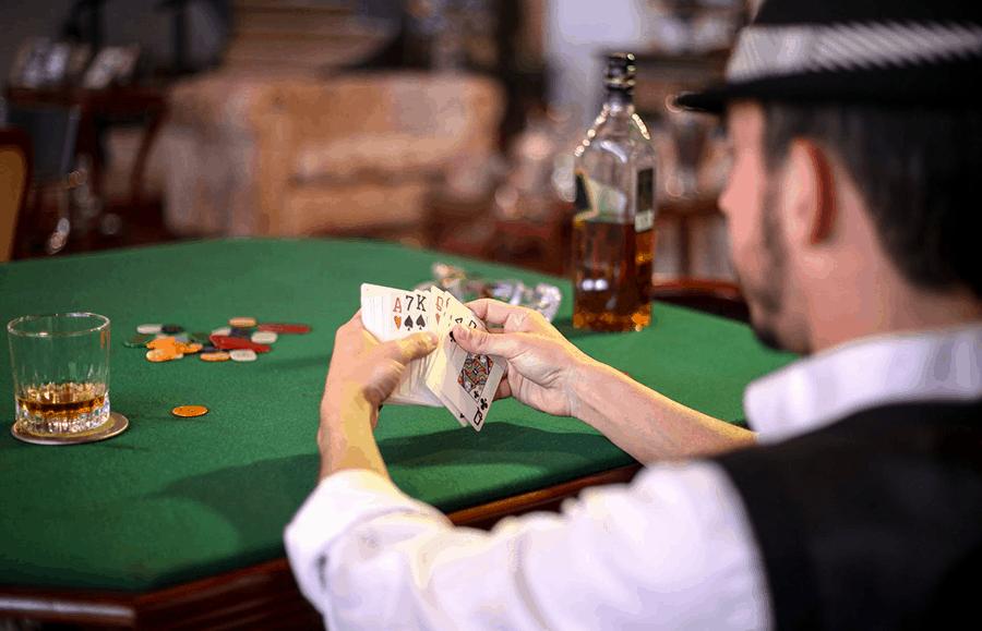 song dau tri poker online - noi the hien dang cap - hinh 1