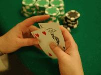 Ý nghĩa của từng vị trí trên bàn Poker - Hình 1