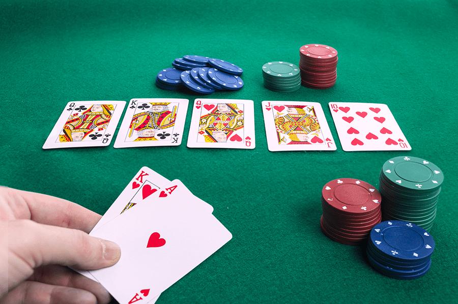 Những sai lầm đáng tiếc khiến bạn thua thê thảm trong Poker