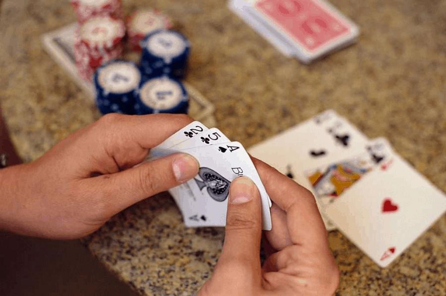 Những kinh nghiệm giúp bạn chơi Poker trong tâm thế chủ động