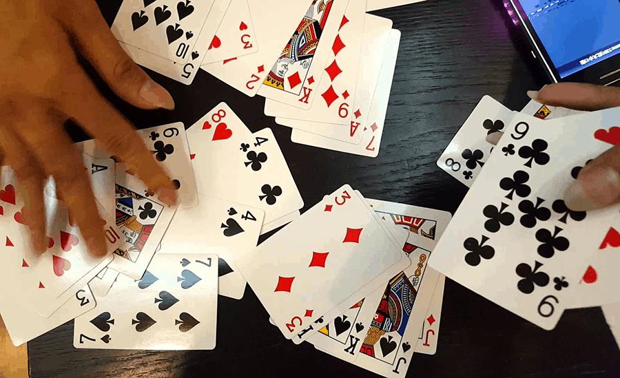 Vì sao các trò chơi đánh bài và cá cược bóng đá online lại được yêu thích?