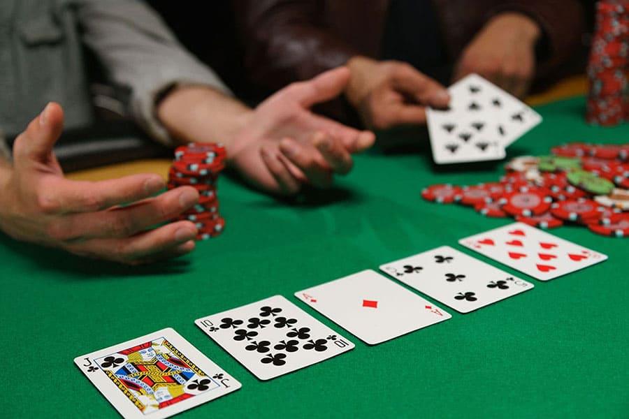 Những bí quyết sẽ quyết định quỹ tài khoản của bạn khi chơi Poker