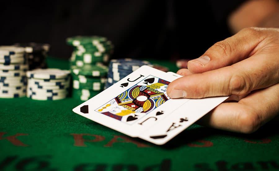 """Những chiến thuật chơi Blackjack giúp bạn đánh bại """"lão làng"""""""