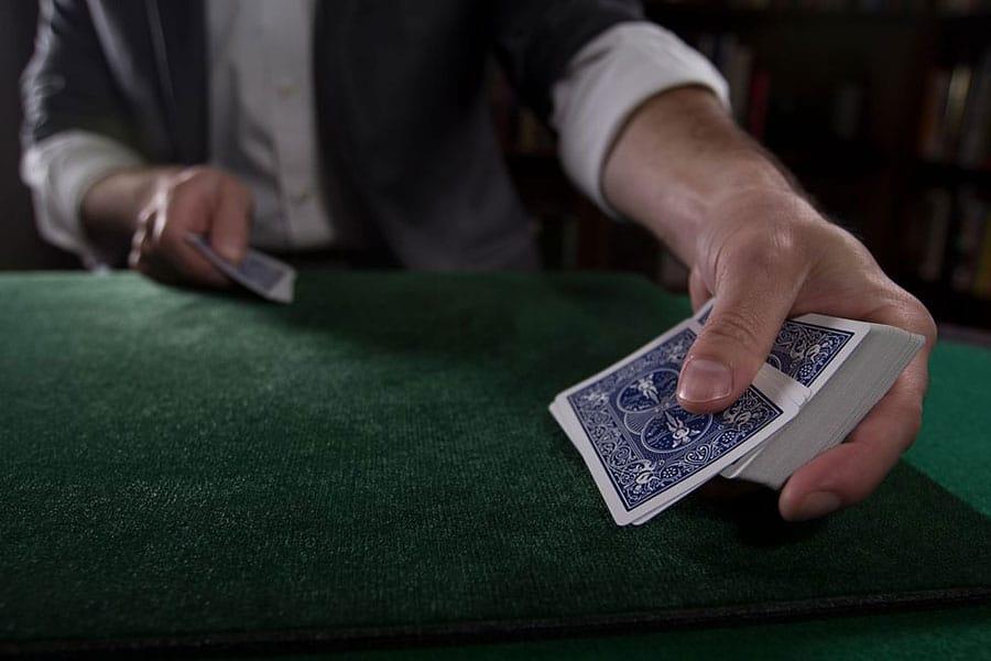 So sánh Poker truyền thống khác với các hình thức biến thể của Poker