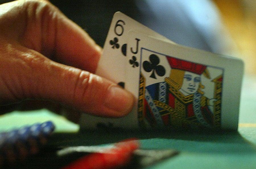 Tips nâng cao trình độ chơi Poker online