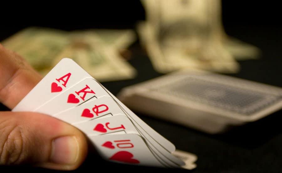 Những sai lầm ngớ ngẩn trong Poker online