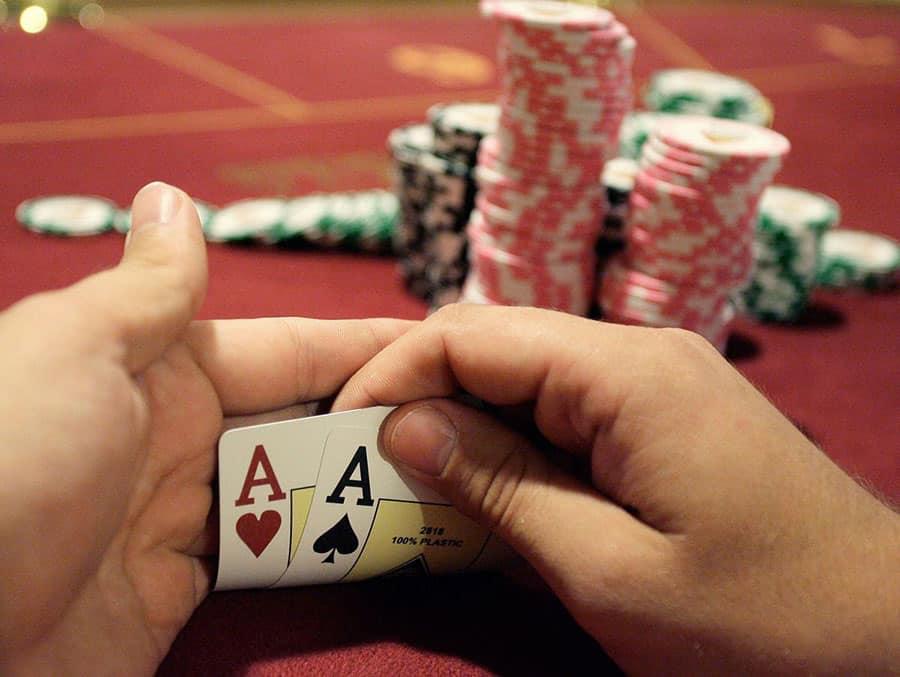 Những thế bài rác đừng dùng trong Poker trực tuyến